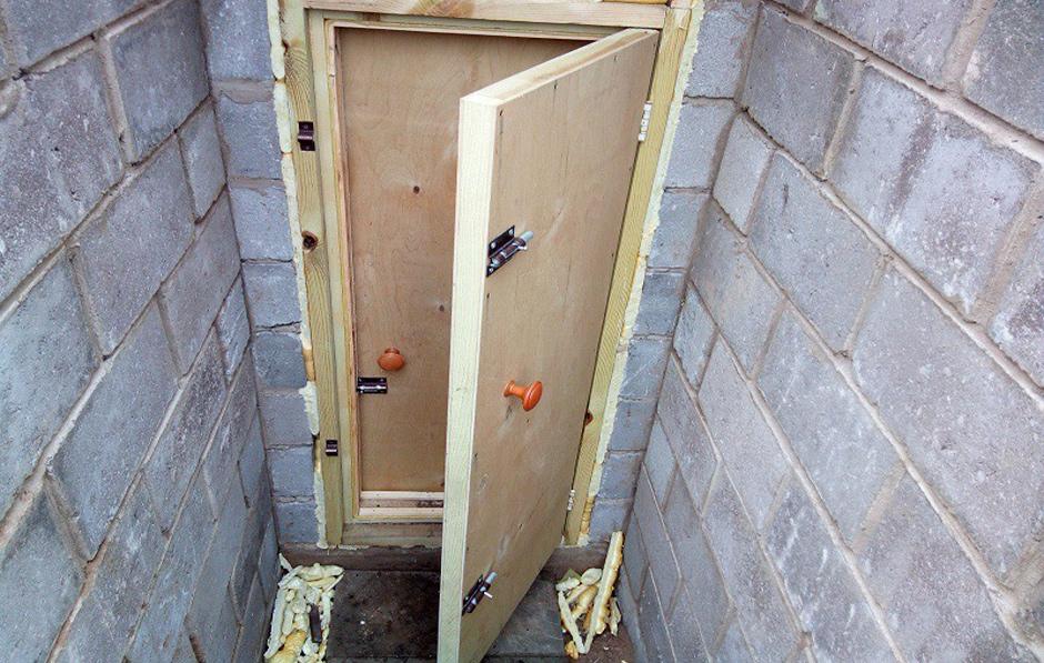 самодельная двойная дверь в погреб